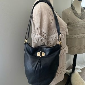 B. Makovsky bucket bag